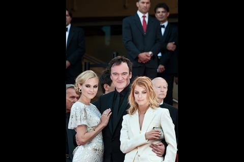 """(L-R) Actress Diane Kruger, director Quentin Tarantino and actress Melanie Laurent arrive at the premiere of """"Inglorious Basterds"""" at the 62nd Cannes Film Festival in Cannes."""